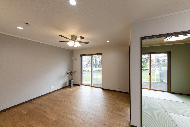 リビングと一体になった和室付き。家族が同じ場所で色々な過ごし方を楽しむことができます。