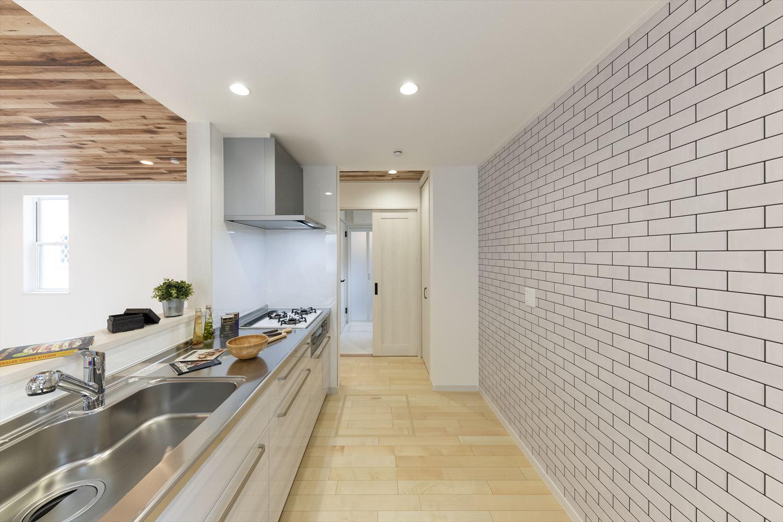 リビング、キッチン、洗面室、廊下、行き止まりのない回遊動線を採用。