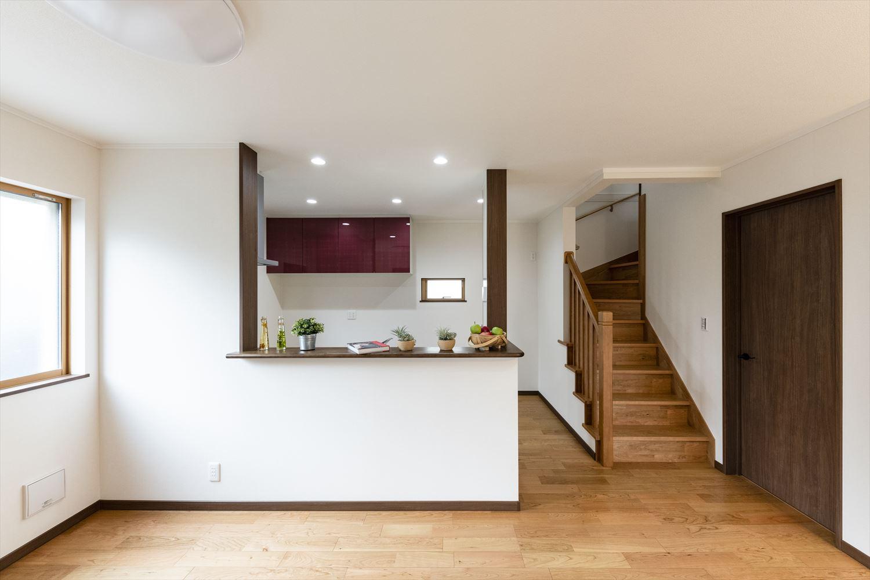 家族との距離が近くなる対面式キッチンを採用
