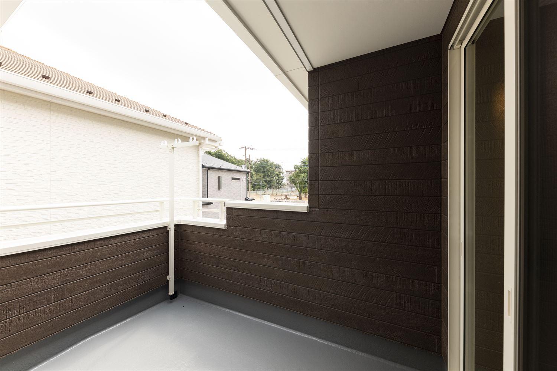 2階バルコニー/インナーバルコニーにもなっているので大きなものを陰干ししたりすることもできる機能性に優れた空間。