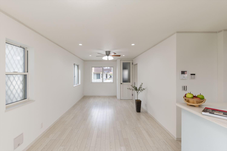 キッチンから、リビング・ダイニングが見渡せ、家族と過ごす時間を大切にした空間設計。