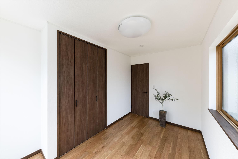 各部屋充実した収納付で住空間を広々とご使用できます。