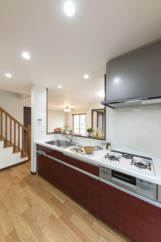 キッチンからお部屋全体を見渡すことができ、見守れる安心感が生まれます。