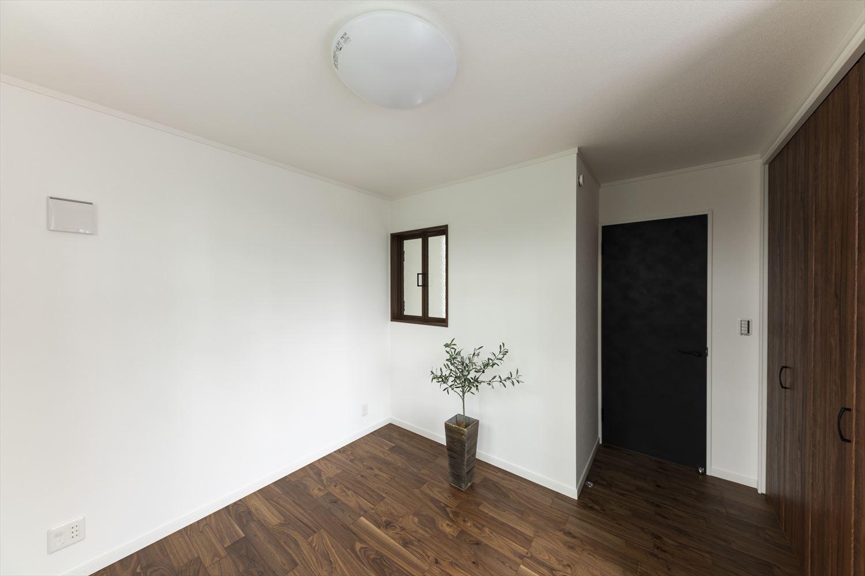 風や光を取り込む「室内窓」を設置しました。