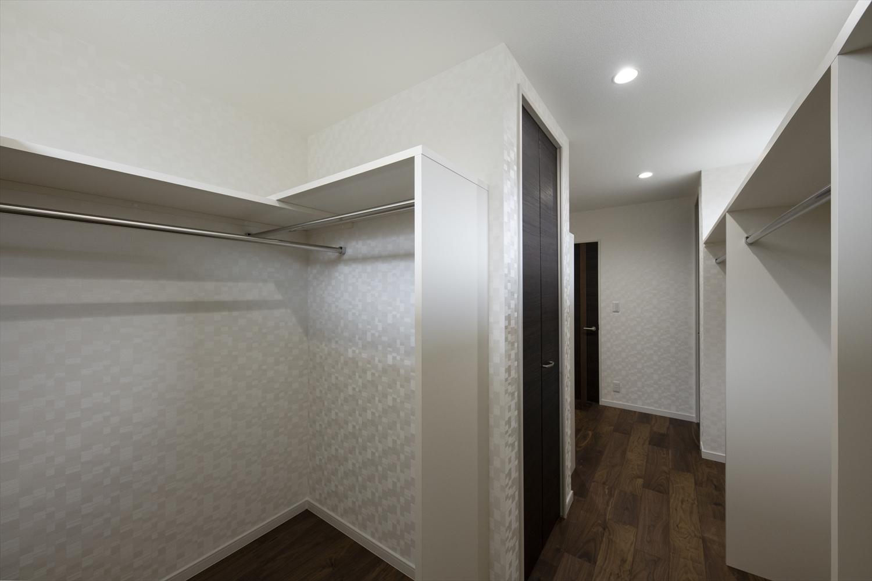 大容量のウォークインクロゼット完備で住空間を広々とご使用できます。