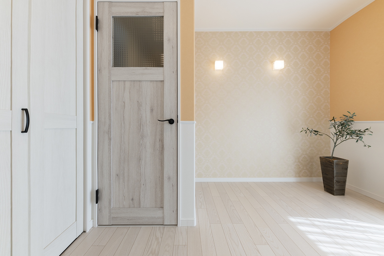 1階洋室/陽だまりのような温かみのある色で合わせ、穏やかな空間に。