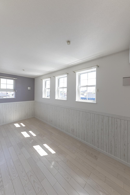 お子様の成長に合わせて、将来2部屋に出来る2ドア1ルームの間取りに。