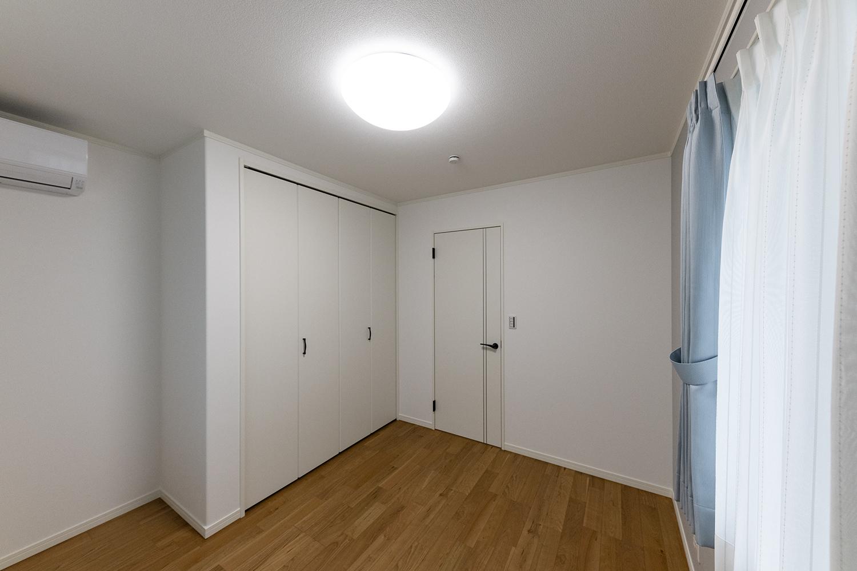 ナチュラルで落ち着きのある2階洋室