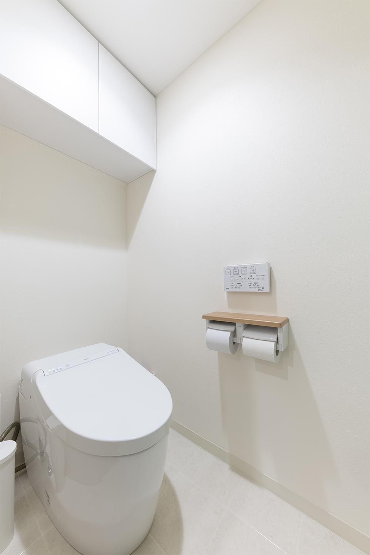 トイレスペース/コンパクトなタンクレストイレを採用してスタイリッシュな空間を創りました。